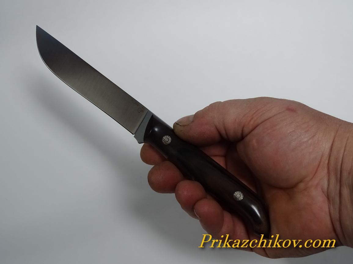 нож фултанг в руке