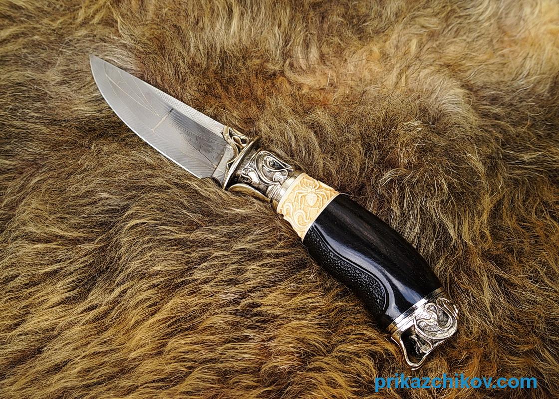 Авторский нож Паук и муха из мозаичной дамасской стали, рукоять мамонт, эбен, резьба по кости